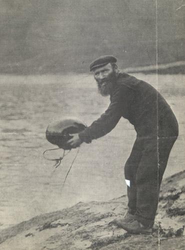 St Kildan sending mail boat